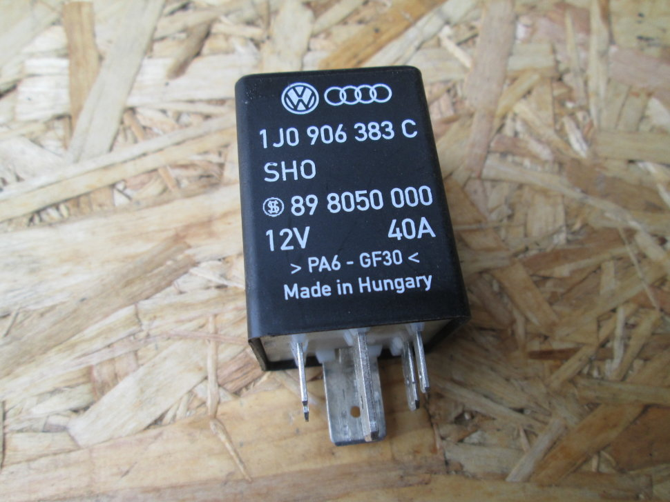Es# 169431 - 61368373700 - relay - white green - replaces relays of the same color - genuine bmw - bmw mini